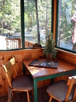cozy cabin furnishings
